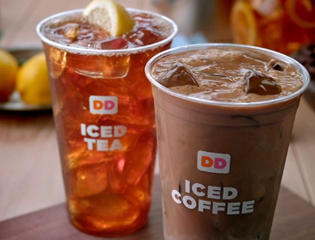 dunkin donuts 16 oz iced coffee and iced tea in cups on table